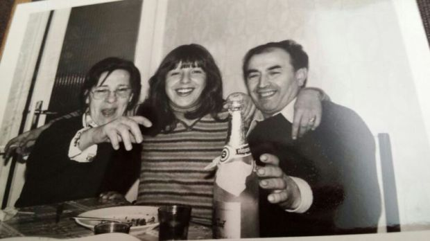 Pura con su marido Alfredo y su hija Amelia. ¿Hará unos 50 años?