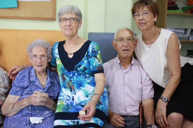 Pura con sus hijas Carmen y Amelia y su yerno Juan