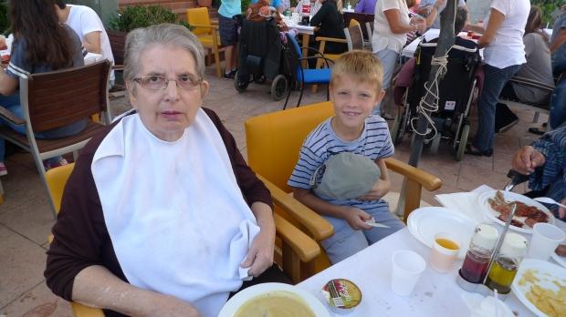 Montse Calbet con su nieto