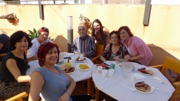José Escobar con su esposa e hijas