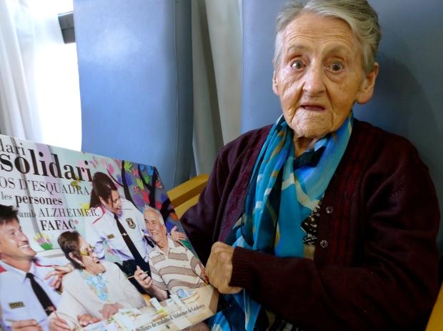 Y aquí María os está diciendo que vale la pena que contribuyáis con 10 eurillos por esta causa.