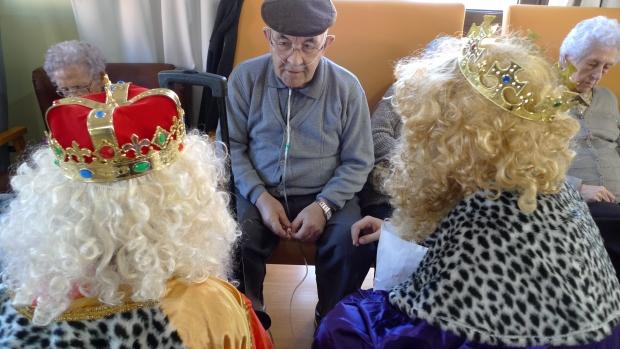 """Pepe departió unos instantes con los Reyes hablando del trabajo. Los Reyes le dijeron que ellos trabajaban un día al año y que vivían """"como un rey"""". Cosas de la vida"""