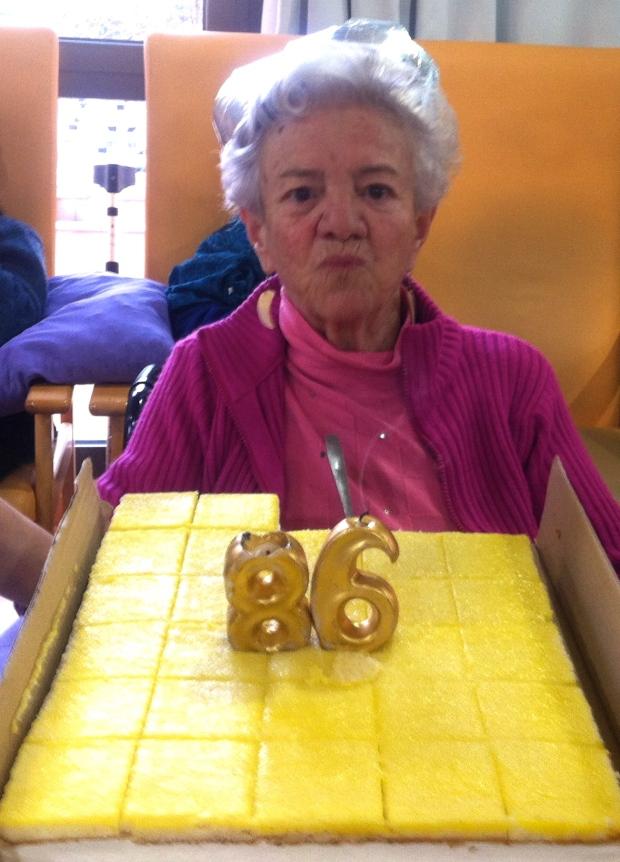 María preparada para cumplir los años que le echen